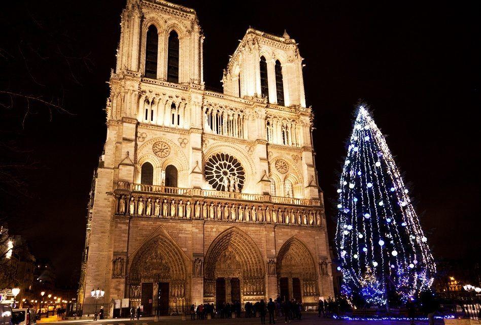 Francês: Joyeux Noël! (Feliz Natal!)