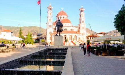 Albanês: Como cumprimentar e dirigir-se a outras pessoas