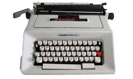 Qual a razão da disposição das letras na máquina de escrever?