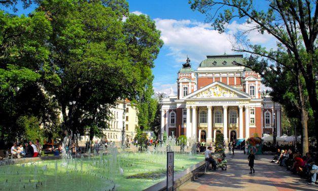 Búlgaro: Artigos e Pronomes