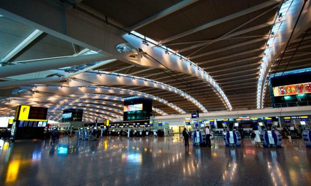 Inglês: At the airport (No aeroporto)