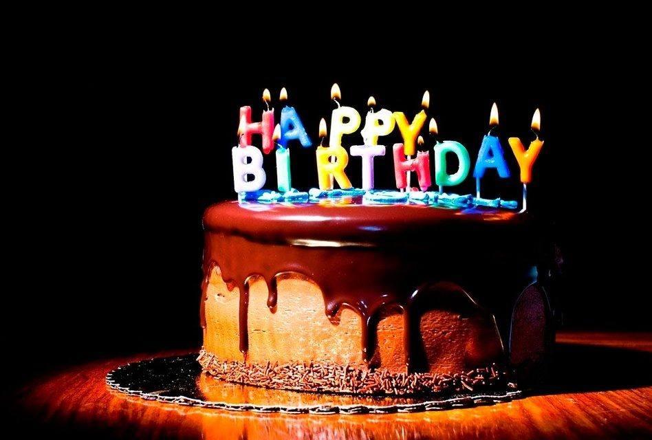 Francês: Joyeux anniversaire! (Parabéns a você!)