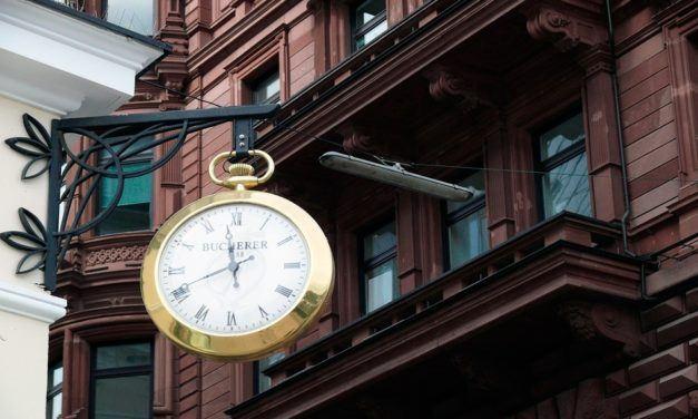 Diferenças entre Uhr e Stunde